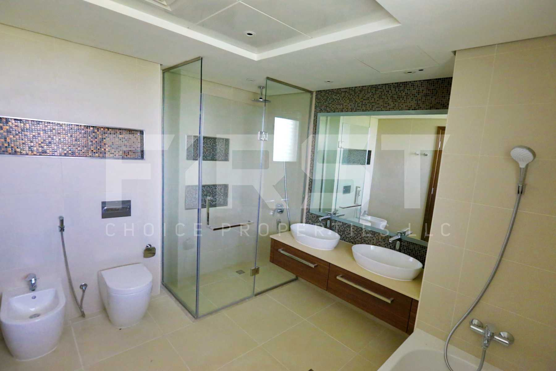 Internal Photo of 5 Bedroom Villa in West Yas Yas Island Abu Dhabi UAE (20).jpg