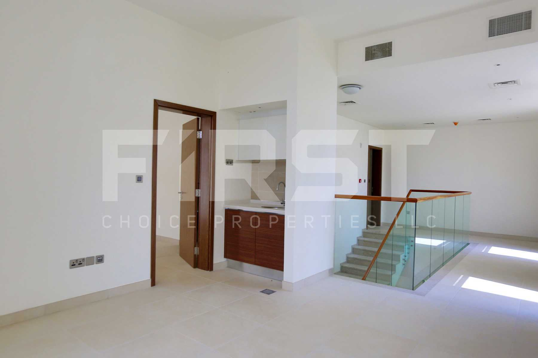 Internal Photo of 5 Bedroom Villa in West Yas Yas Island Abu Dhabi UAE (29).jpg