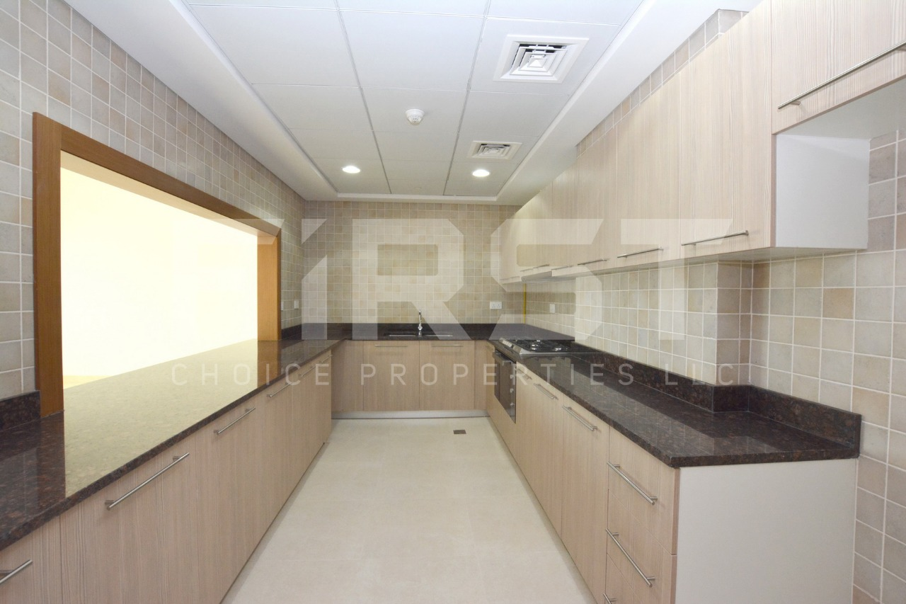 Internal Photo of 3 Bedroom Apartment in Ansam 3 Yas Island (8).jpg