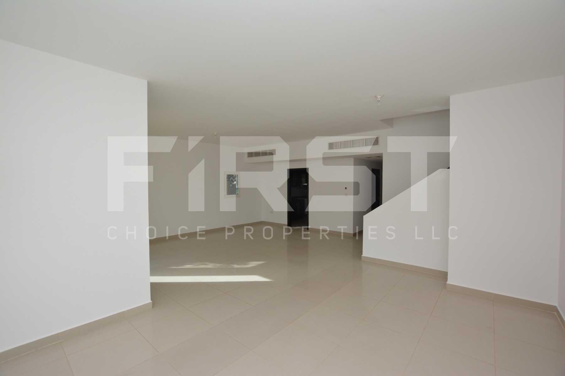 Internal Photo of 5 Bedroom Villa in Al Reef Villas 348.3 sq.m 3749 sq.ft (3).jpg