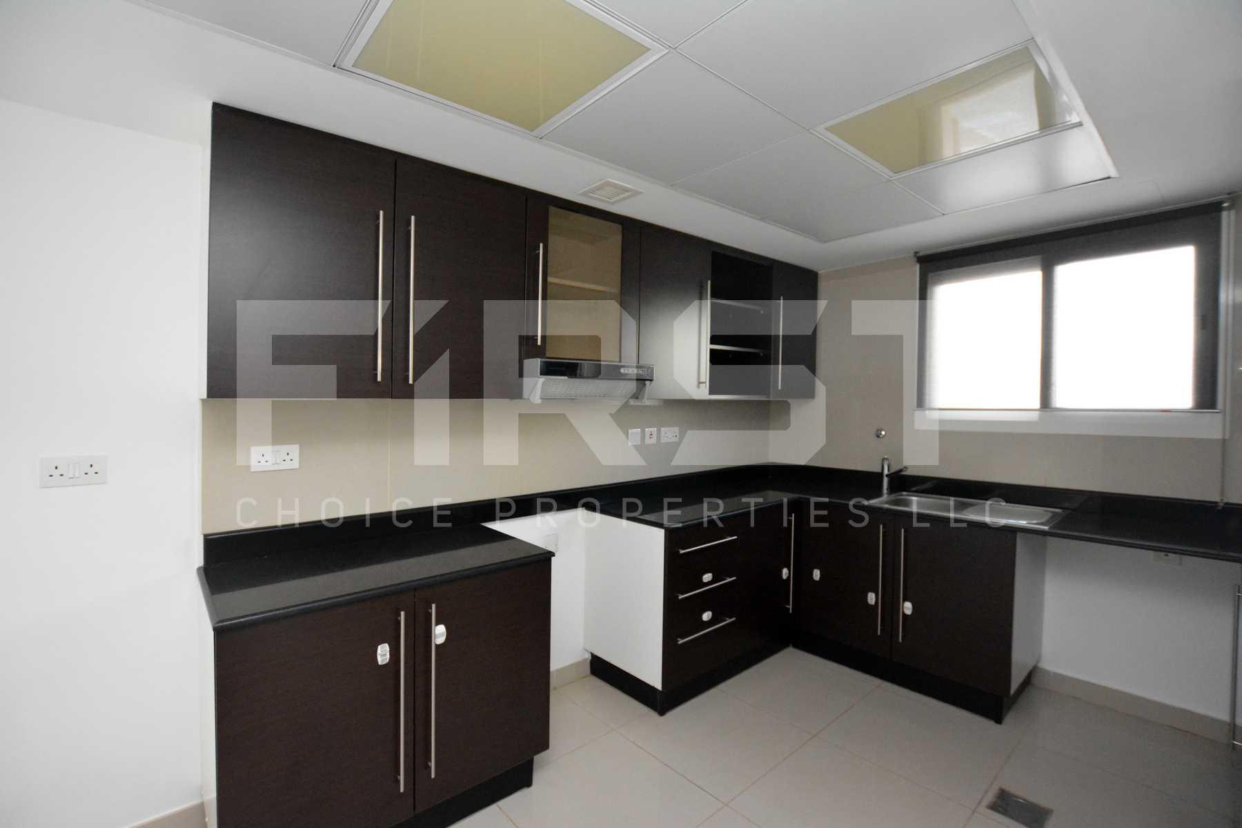 Internal Photo of 5 Bedroom Villa in Al Reef Villas 348.3 sq.m 3749 sq.ft (68).jpg