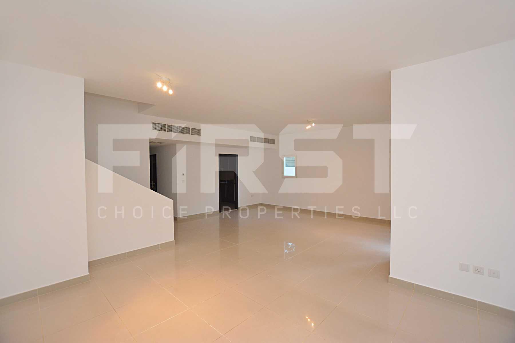 Internal Photo of 5 Bedroom Villa in Al Reef Villas 348.3 sq.m 3749 sq.ft (99).jpg