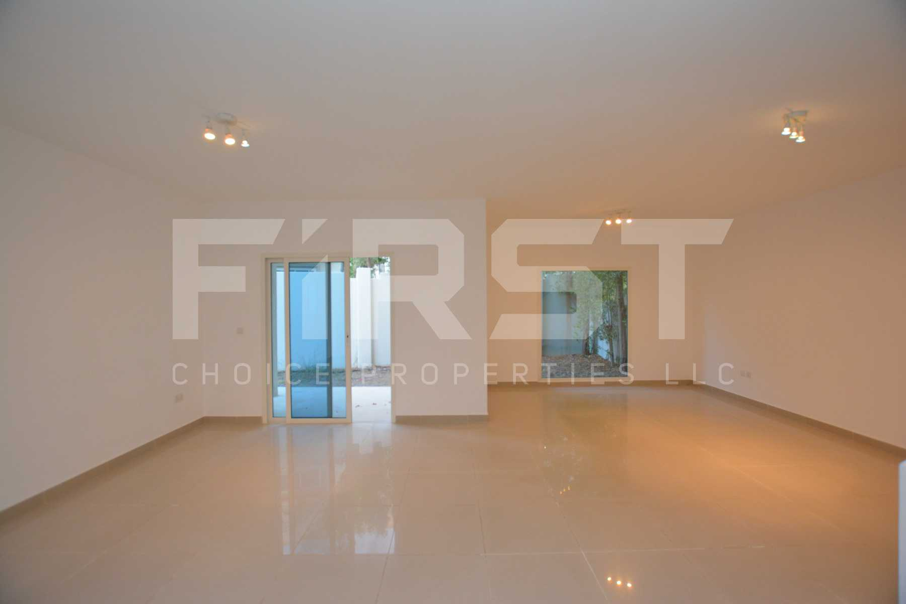 Internal Photo of 5 Bedroom Villa in Al Reef Villas 348.3 sq.m 3749 sq.ft (116).jpg