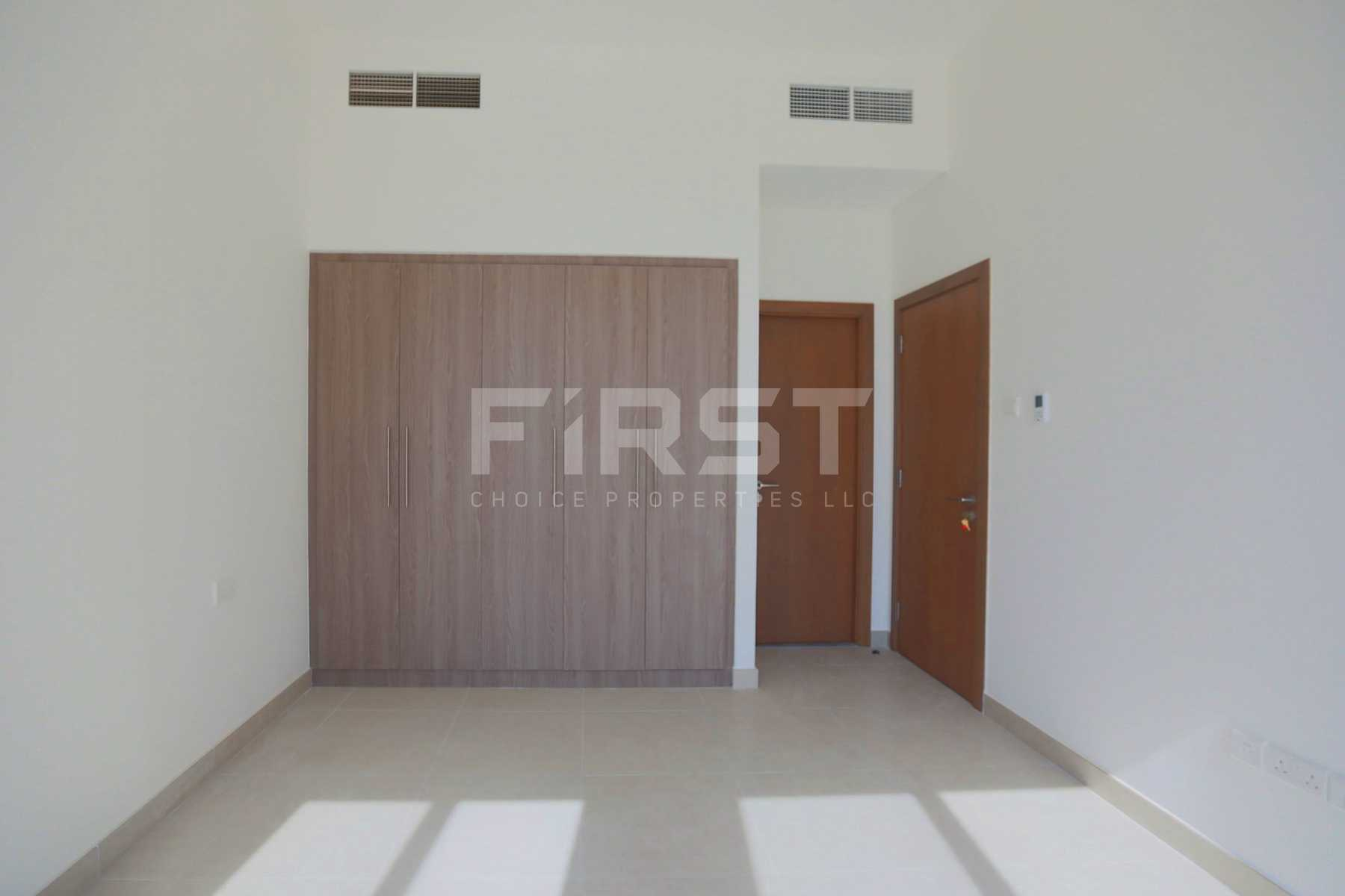 Internal Photo of 5 Bedroom Villa in Faya at Bloom Gardens Al Salam Street Abu Dhabi UAE (17).jpg