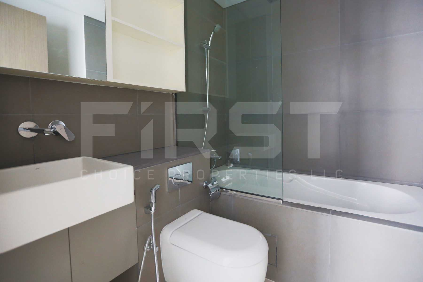 Internal Photo of 2 Bedroom Apartment in Meera Shams Al Reem Island Abu Dhabi UAE (3).jpg