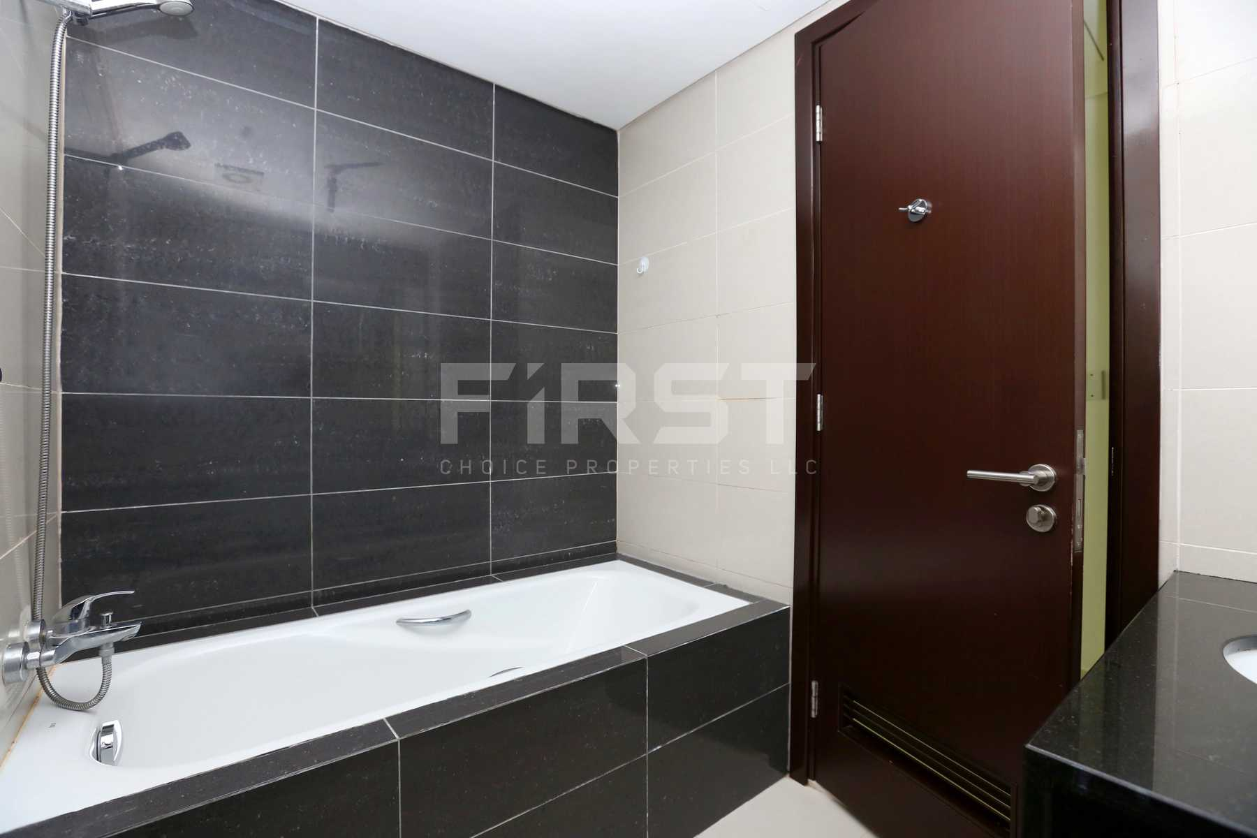 Internal Photo of Studio Apartment in Al Maha Tower Marina Square Al Reem Island Abu Dhabi UAE (6).jpg