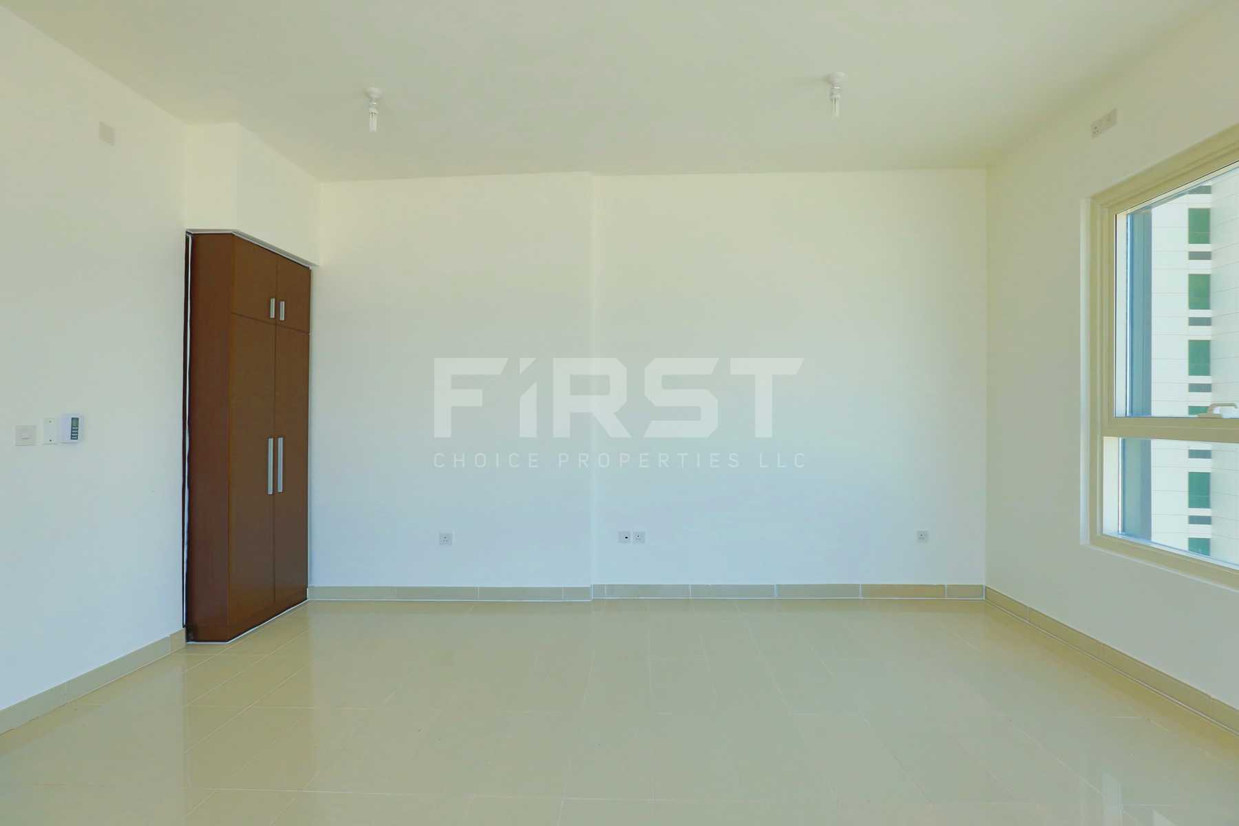 Internal Photo of Studio Apartment in Al Maha Tower Marina Square Al Reem Island Abu Dhabi UAE (11).jpg