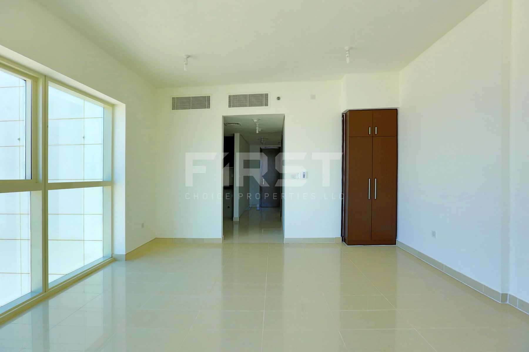 Internal Photo of Studio Apartment in Al Maha Tower Marina Square Al Reem Island Abu Dhabi UAE (13).jpg