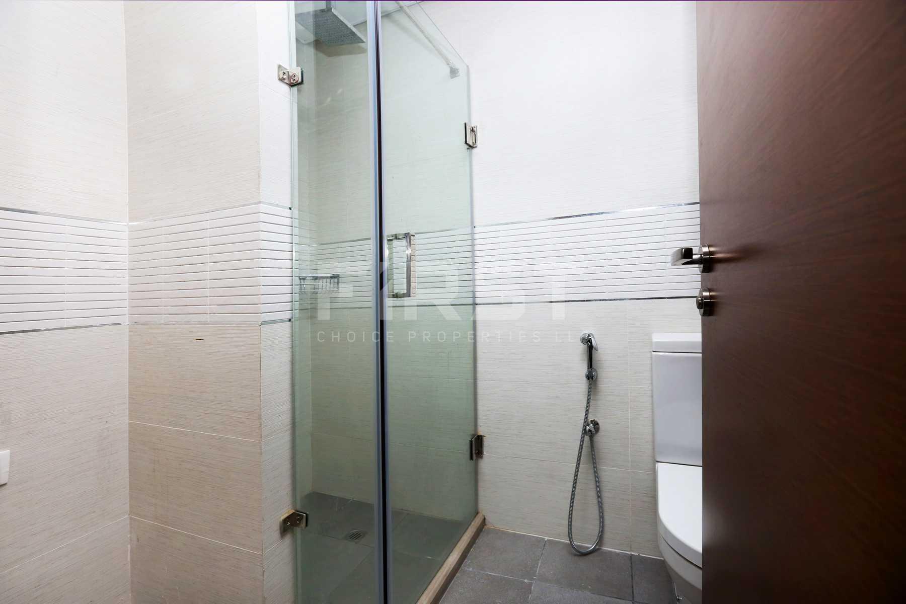 Internal Photo of Studio Apartment in The Arc Al Reem Island Abu Dhabi UAE (6).jpg
