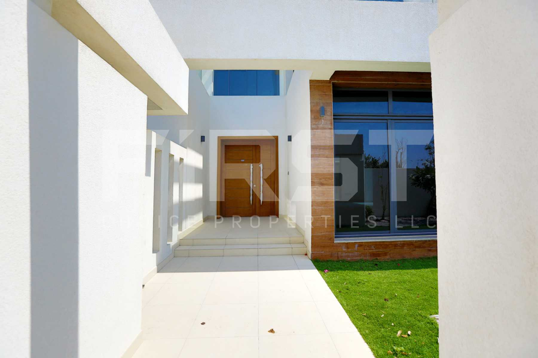 External Photo of 5 Bedroom Villa in West Yas Yas Island Abu Dhabi UAE(1).jpg