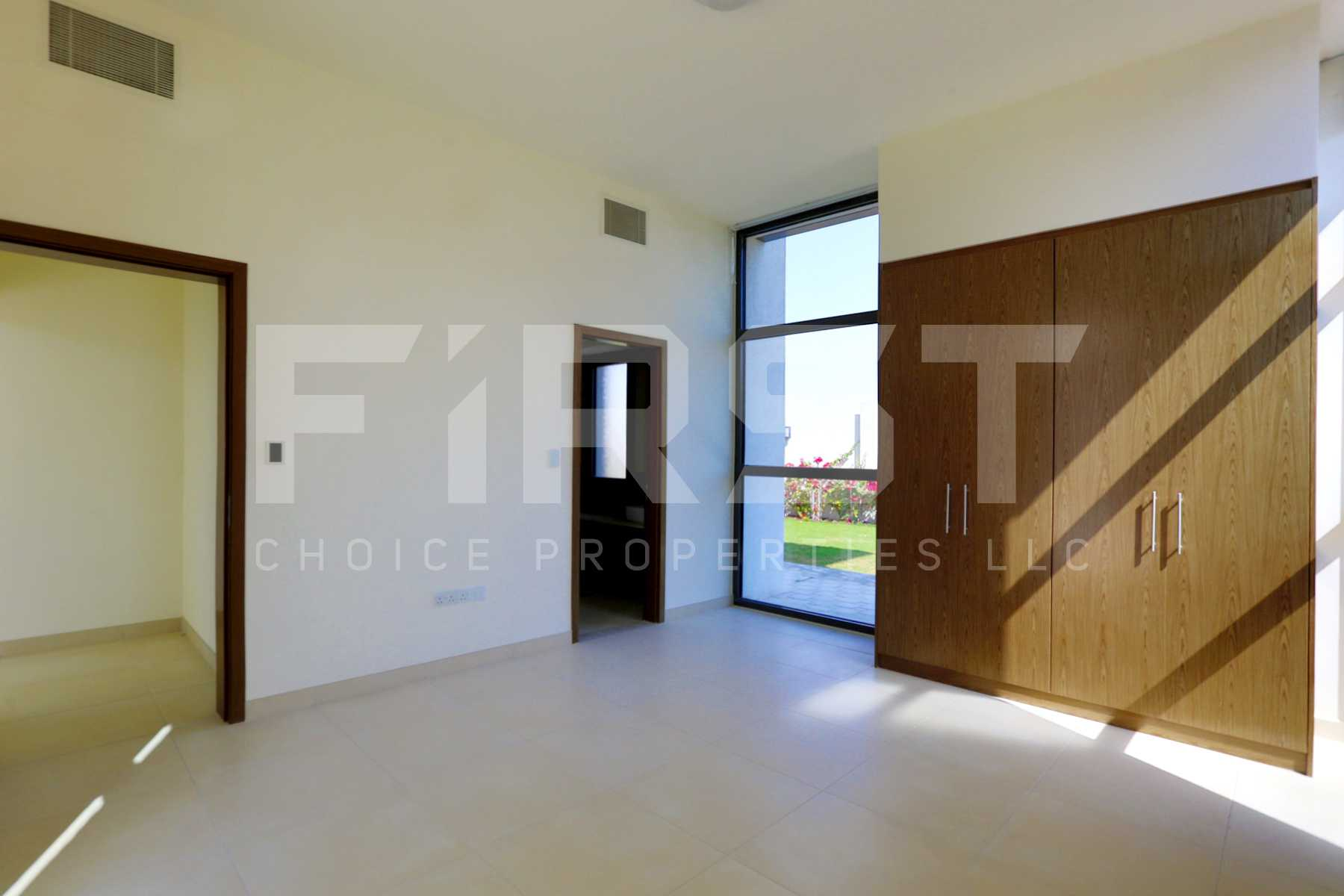 Internal Photo of 4 Bedroom Villa in West Yas Yas Island (14).jpg
