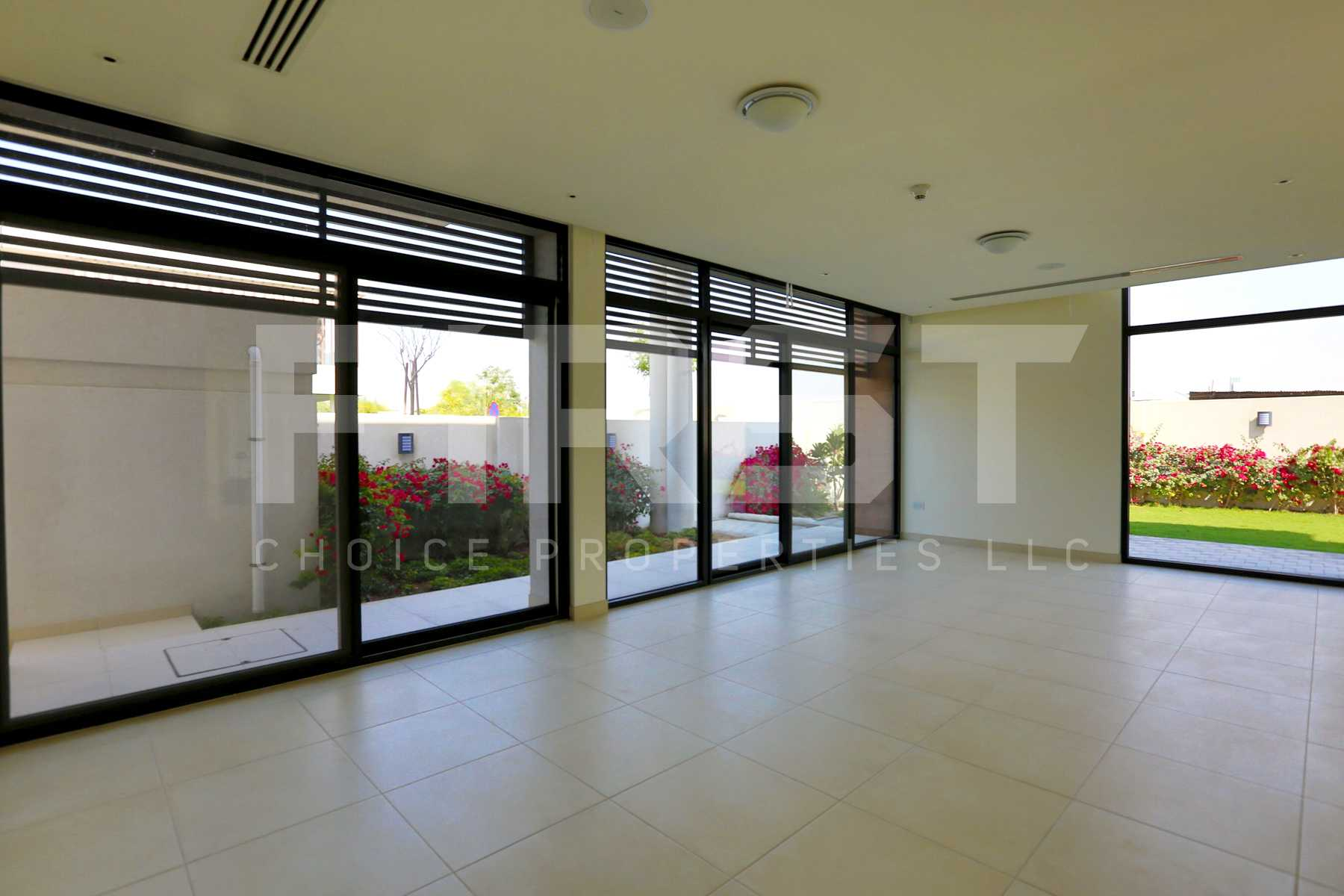 Internal Photo of 4 Bedroom Villa in West Yas Yas Island (20).jpg
