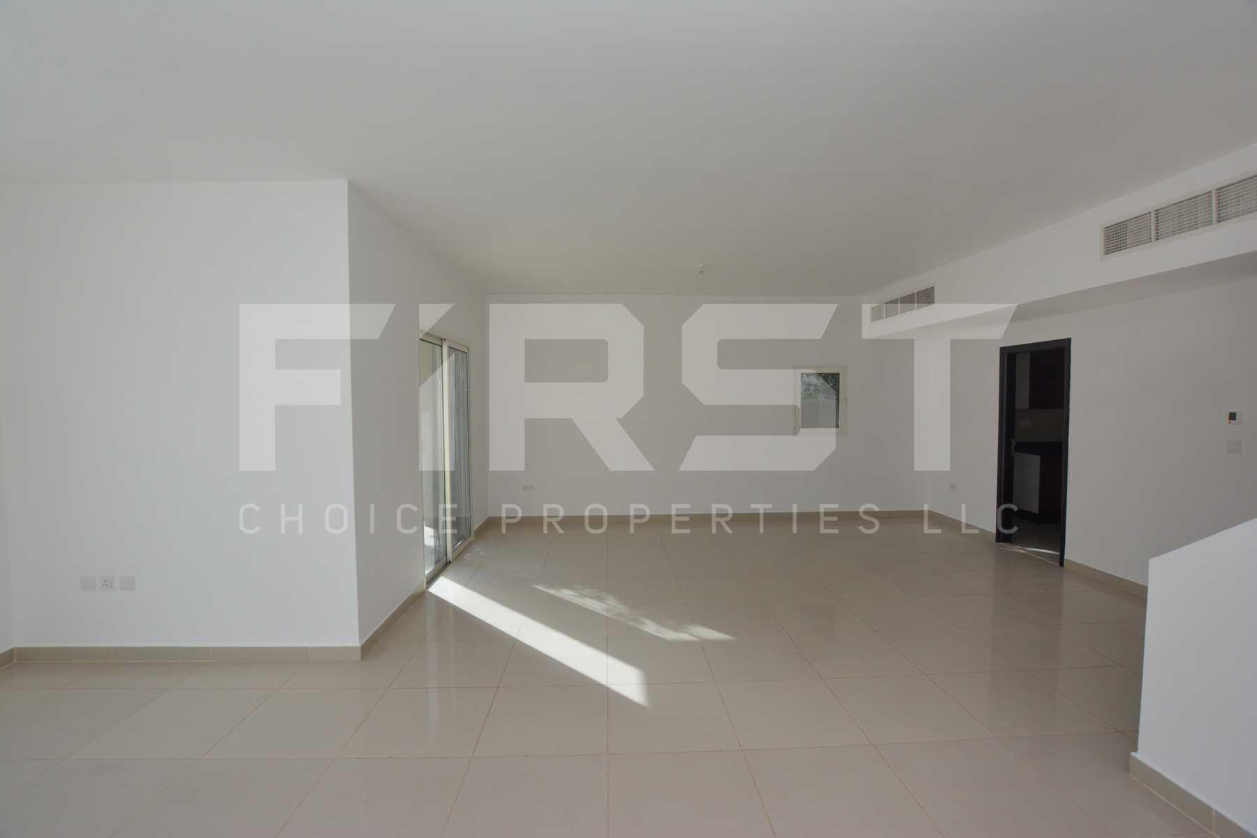 Internal Photo of 5 Bedroom Villa in Al Reef Villas 348.3 sq.m 3749 sq.ft (4).jpg