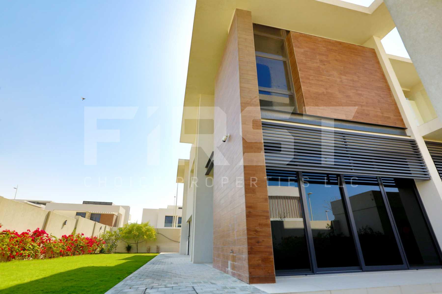 External Photo of 4 Bedroom Villa in West Yas Yas Island Abu Dhabi UAE (5).jpg
