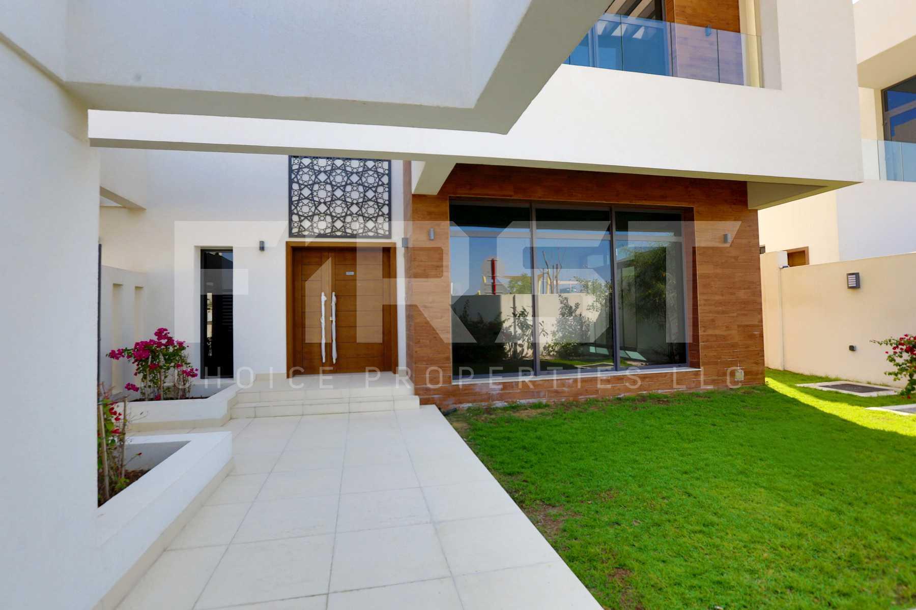 External Photo of 4 Bedroom Villa in West Yas Yas Island Abu Dhabi UAE (16).jpg