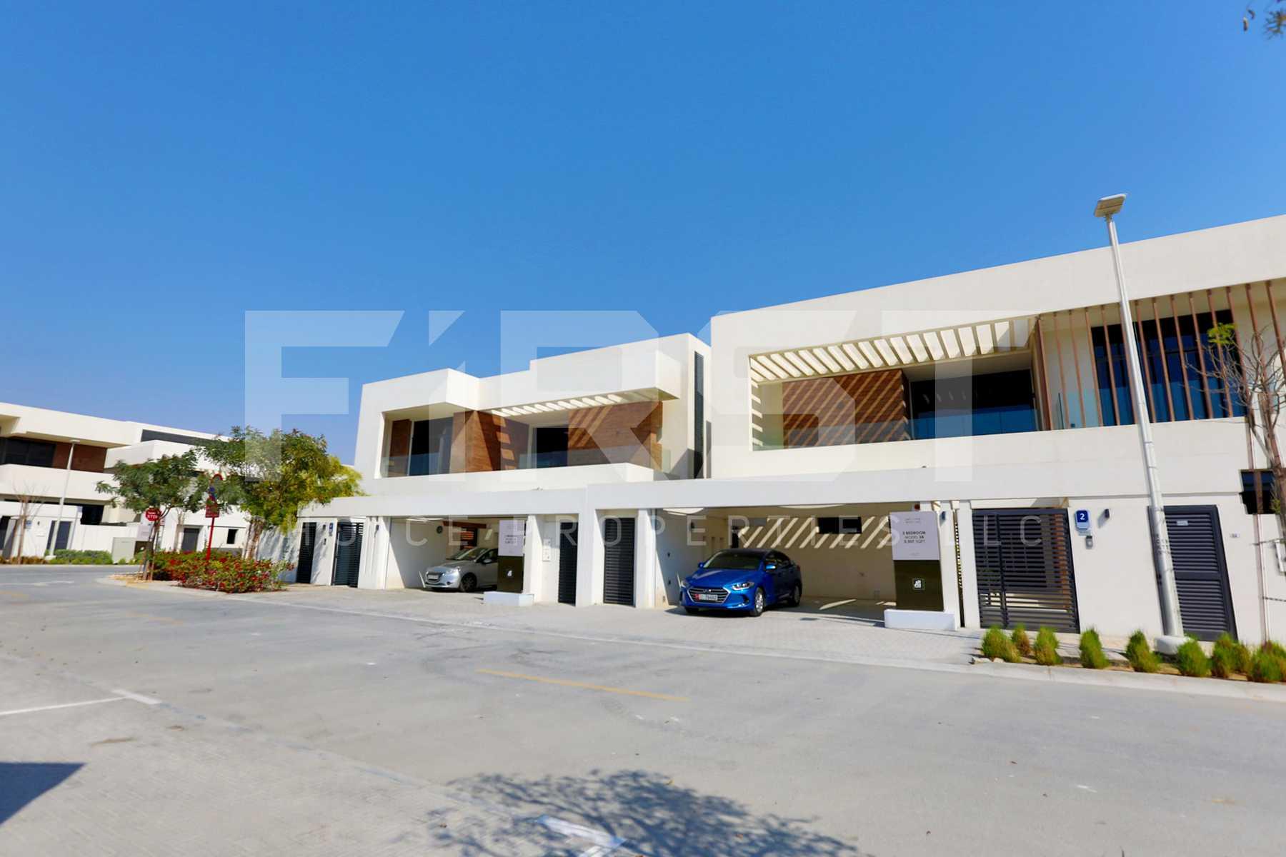 External Photo of 4 Bedroom Villa in West Yas Yas Island Abu Dhabi UAE (19).jpg
