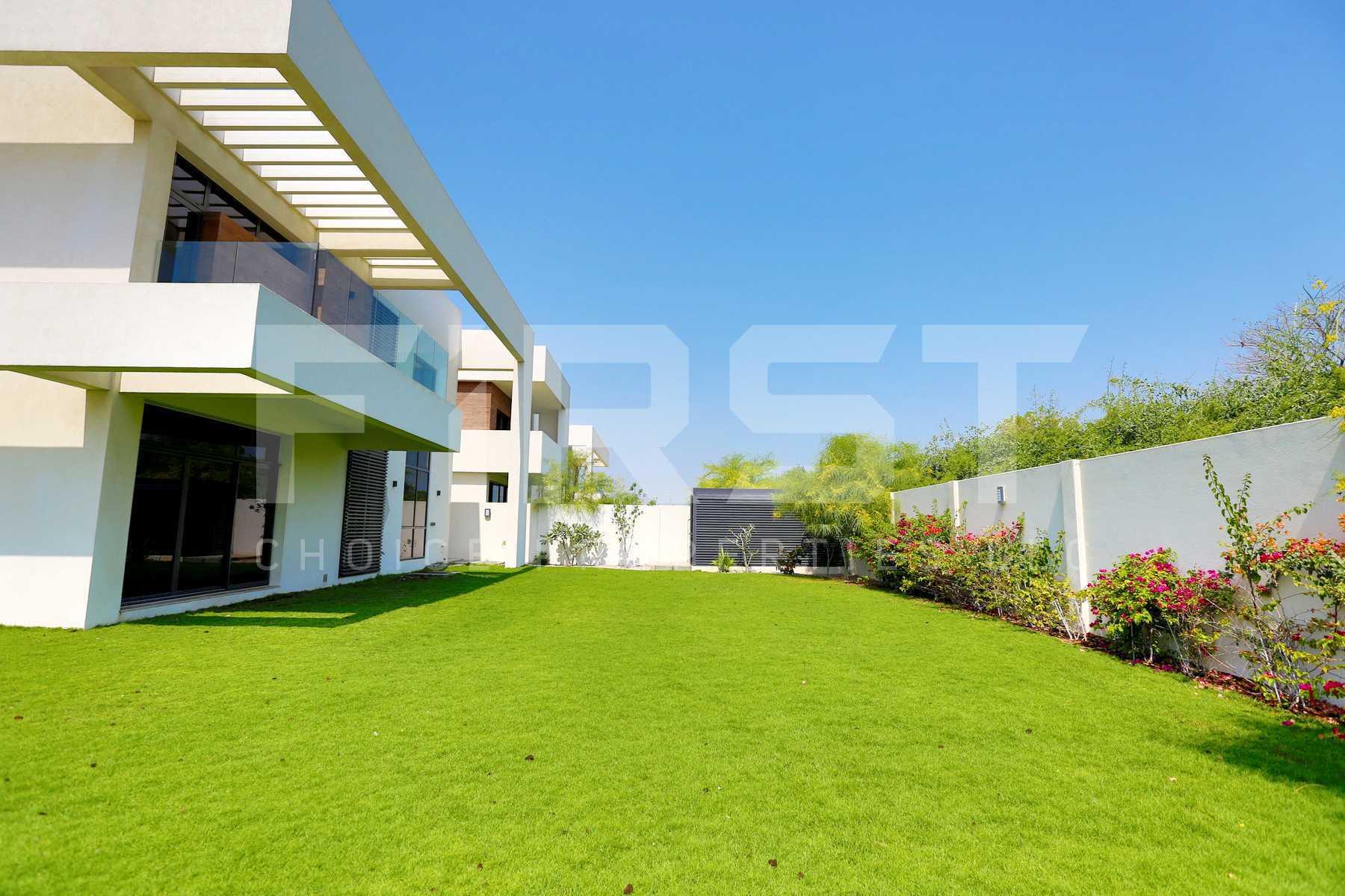 External Photo of 5 Bedroom Villa in West Yas Yas Island Abu Dhabi UAE(4).jpg
