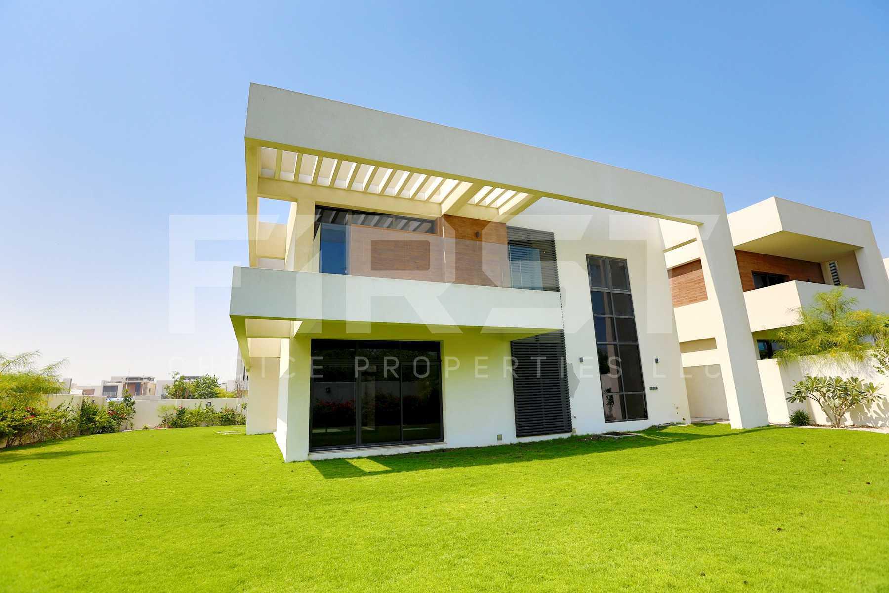 External Photo of 5 Bedroom Villa in West Yas Yas Island Abu Dhabi UAE(5).jpg